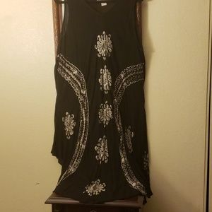 Beautiful black & white embroidered flower dress